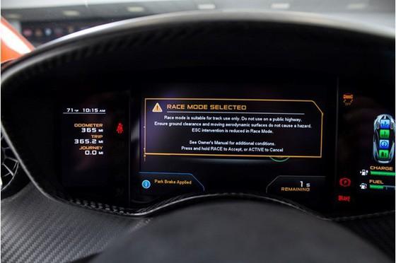 Siêu xe McLaren P1 lăn bánh ít nhất thế giới có giá 2,4 triệu USD - Ảnh 2.