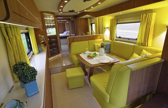 Performance S: Ô tô kiêm khách sạn 5 sao, có cả gara chứa siêu xe, trị giá 1,7 triệu USD - Ảnh 2.