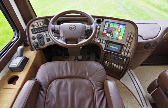 Performance S: Ô tô kiêm khách sạn 5 sao, có cả gara chứa siêu xe, trị giá 1,7 triệu USD - Ảnh 4.