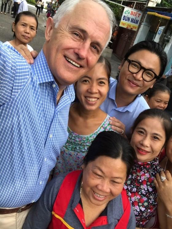 Thủ tướng ÚC ra vỉa hè Đà Nẵng mua bánh mì ăn sáng ảnh 5