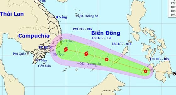 Áp thấp nhiệt đới gần Biển Đông mạnh lên, có thể thành bão - Ảnh 1.