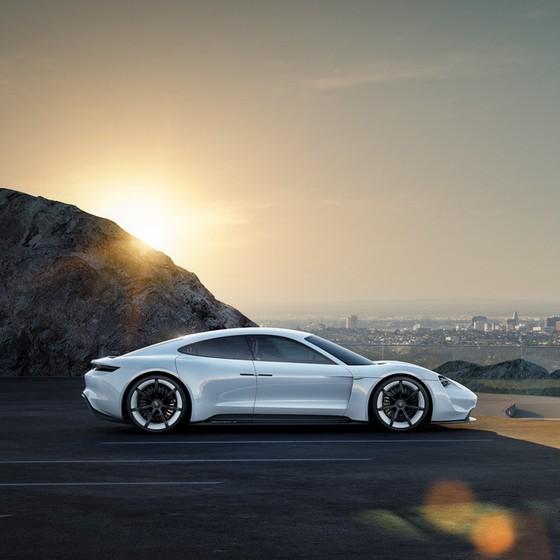 """5 siêu xe điện đủ sức """"đua"""" với Tesla Roadster - Ảnh 1."""