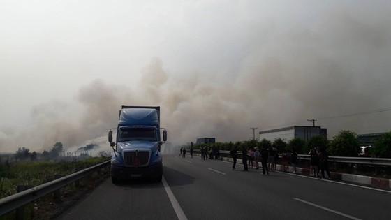 Khói mù mịt, hàng chục xe tông nhau trên cao tốc TP.HCM - Long Thành - Ảnh 6.