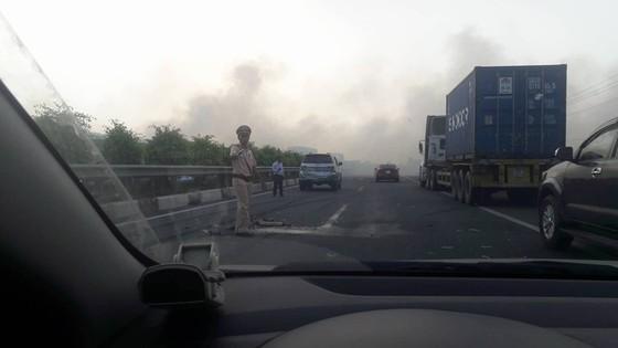 Khói mù mịt, hàng chục xe tông nhau trên cao tốc TP.HCM - Long Thành - Ảnh 5.