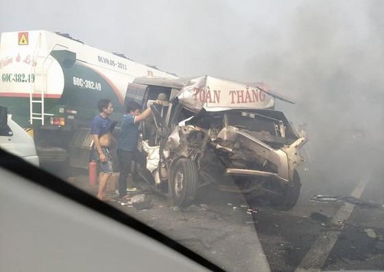 Khói mù mịt, hàng chục xe tông nhau trên cao tốc TP.HCM - Long Thành - Ảnh 3.