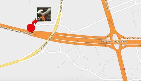 Khói mù mịt, hàng chục xe tông nhau trên cao tốc TP.HCM - Long Thành - Ảnh 2.