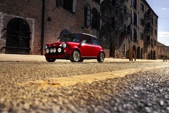 Classic Mini Electric - xe dien phong cach retro ra mat tai New York hinh anh 7