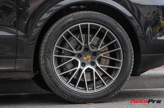 Porsche Cayenne S 2018 đầu tiên tại Việt Nam xuống phố - Ảnh 12.