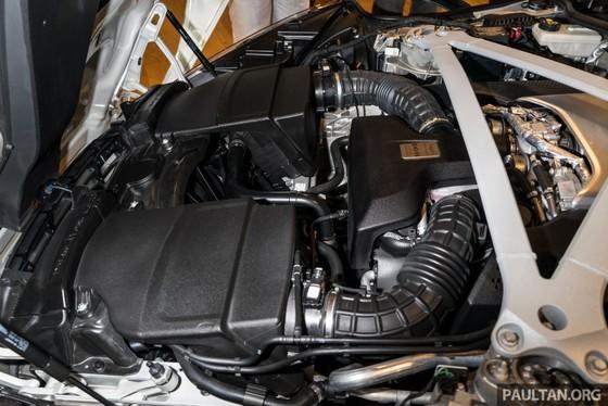 Aston Martin DB11 V8 ra mat Dong Nam A, gia 465.000 USD hinh anh 2