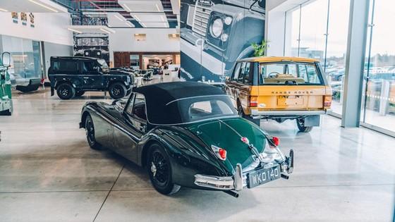Đây là kho tàng xe cổ bí mật của Jaguar Land Rover - Ảnh 2.