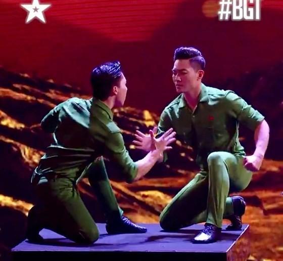 Quốc Cơ - Quốc Nghiệp làm khán giả thót tim tại chung kết Britain's Got Talent 2018 ảnh 1