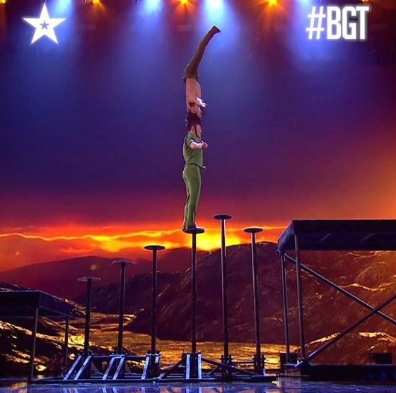 Quốc Cơ - Quốc Nghiệp làm khán giả thót tim tại chung kết Britain's Got Talent 2018 ảnh 6