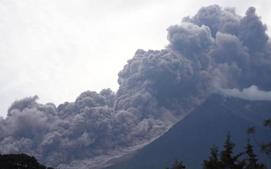 Hình ảnh tang thương khi núi lửa phun giết hàng chục người ở Guatemala - Ảnh 2.