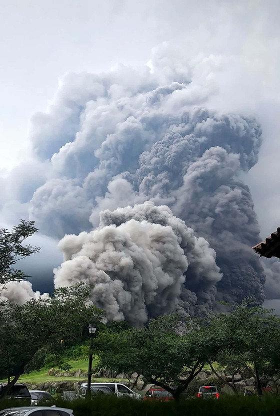 Hình ảnh tang thương khi núi lửa phun giết hàng chục người ở Guatemala - Ảnh 3.