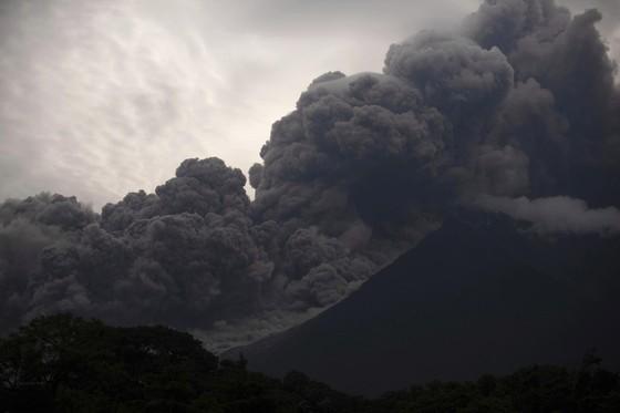 Hình ảnh tang thương khi núi lửa phun giết hàng chục người ở Guatemala - Ảnh 10.