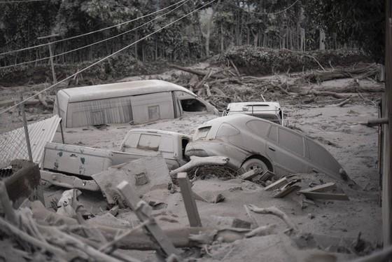 Hình ảnh tang thương khi núi lửa phun giết hàng chục người ở Guatemala - Ảnh 4.