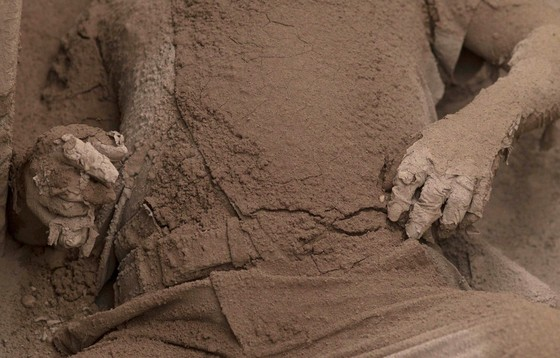 Hình ảnh tang thương khi núi lửa phun giết hàng chục người ở Guatemala - Ảnh 12.