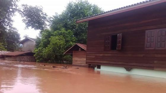 Người dân khu vực hạ lưu được thông báo sơ tán trước khi xảy ra sự cố vỡ đập thủy điện Sepien Senamnoi? ảnh 6