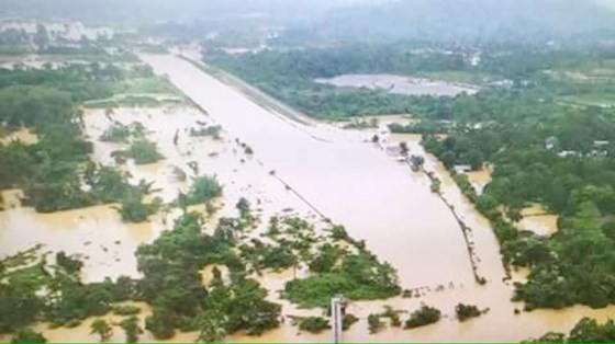 Người dân khu vực hạ lưu được thông báo sơ tán trước khi xảy ra sự cố vỡ đập thủy điện Sepien Senamnoi? ảnh 12