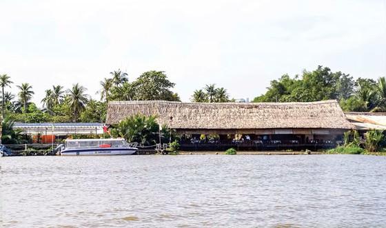 Lôm nhôm cảnh quan ven sông Sài Gòn ảnh 1