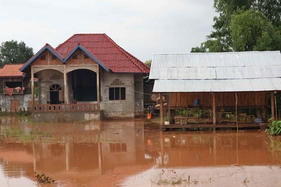Bản làng xơ xác sau vụ vỡ đập thủy điện ở Lào ảnh 4
