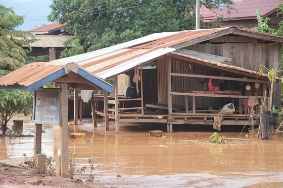 Bản làng xơ xác sau vụ vỡ đập thủy điện ở Lào ảnh 9