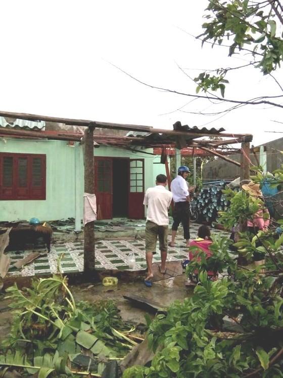 Đảo Phú Quý ngổn ngang sau trận lốc xoáy kinh hoàng ảnh 1