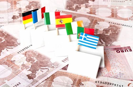 """Nguy cơ """"Bom nợ"""" toàn cầu: Châu Âu - Núi nợ 12.500 tỷ EUR ảnh 1"""