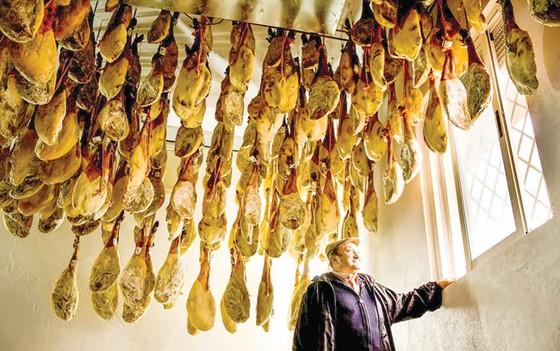 Tây Ban Nha kiểm soát chăn nuôi heo ảnh 1