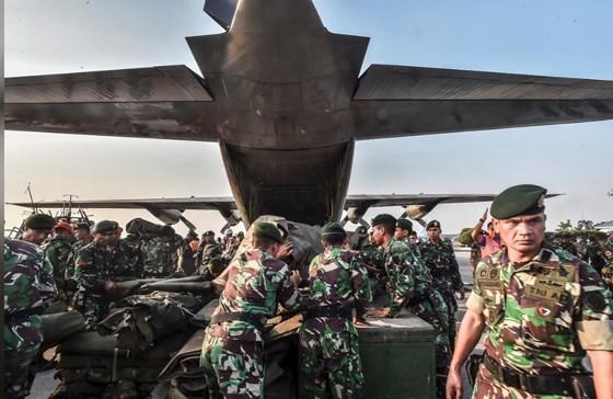 Số nạn nhân thiệt mạng do động đất và sóng thần tại Indonesia đã lên tới gần 400 người ảnh 16