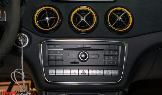 Mercedes-Benz CLA45 AMG Yellow Night Edition, giá 2,578 tỷ đồng ảnh 13