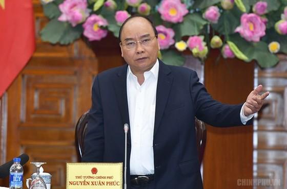 Thủ tướng Nguyễn Xuân Phúc chủ trì cuộc họp Thường trực Chính phủ bàn về một số công tác của Tiểu ban kinh tế-xã hội. Ảnh: VGP