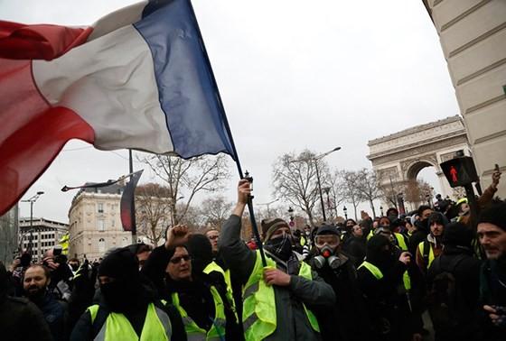Hạ viện Pháp thông qua gói nhượng bộ khẩn cấp ảnh 1