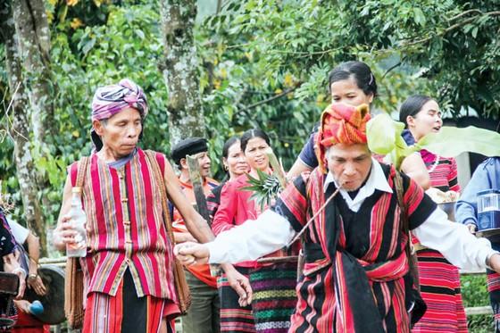 Lễ hội Aza Koonh của đồng bào Pa Cô ảnh 2