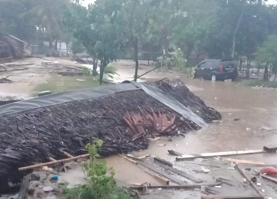 Sóng thần bất ngờ xảy ra ở Indonesia, hơn 600 người thương vong ảnh 4