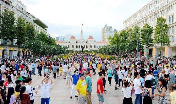Cần làm đẹp thêm khu vực đường Nguyễn Huệ và Lê Lợi ảnh 1