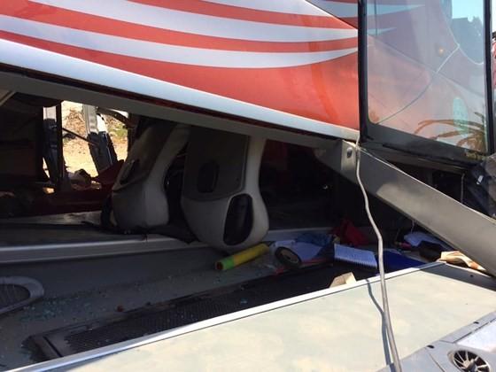 Xe chở khách du lịch Hàn Quốc lao xuống vực sâu, nhiều người bị thương nặng ảnh 3