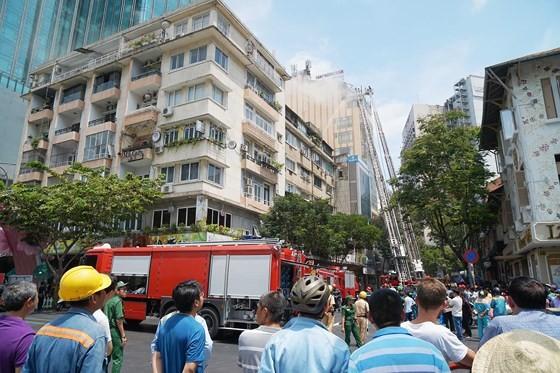 Đang cháy lớn tại Hàng Dương Quán quận 1, nhiều người bỏ chạy ảnh 9