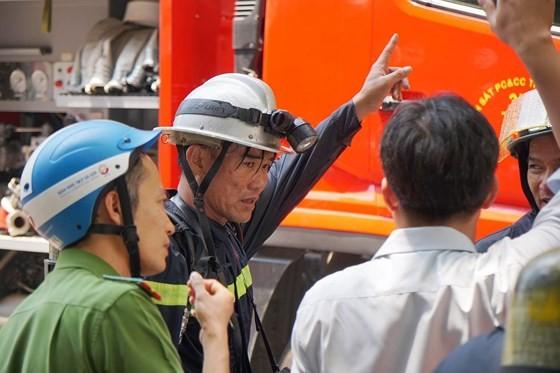 Đang cháy lớn tại Hàng Dương Quán quận 1, nhiều người bỏ chạy ảnh 11