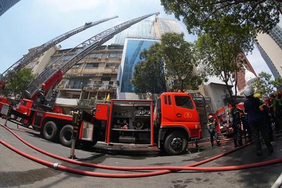 Đang cháy lớn tại Hàng Dương Quán quận 1, nhiều người bỏ chạy ảnh 12