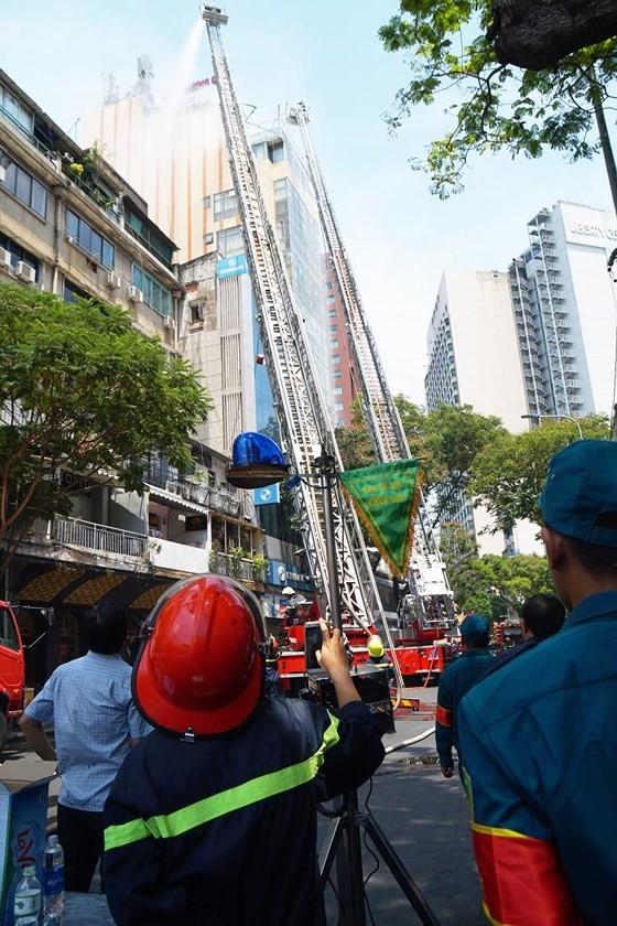 Đang cháy lớn tại Hàng Dương Quán quận 1, nhiều người bỏ chạy ảnh 14