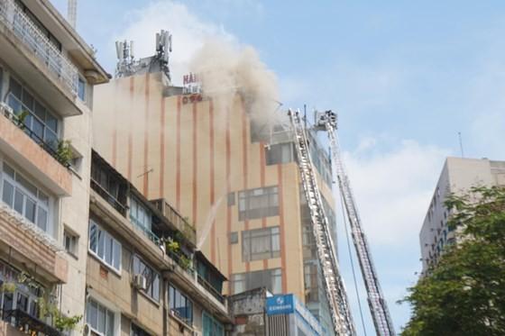 Đang cháy lớn tại Hàng Dương Quán quận 1, nhiều người bỏ chạy ảnh 4