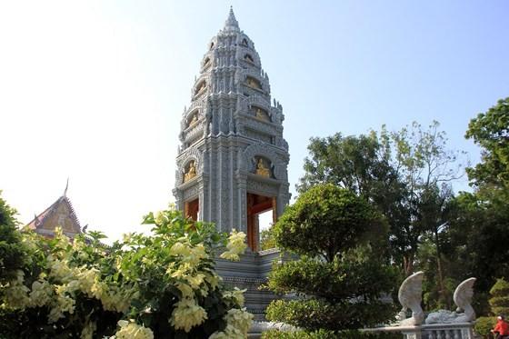 Ngôi chùa thu hút đông đảo giới trẻ miền Tây kéo đến check-in ảnh 9