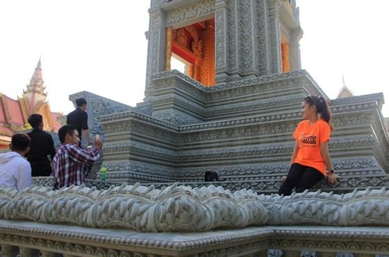 Ngôi chùa thu hút đông đảo giới trẻ miền Tây kéo đến check-in ảnh 3
