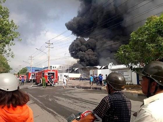 Lực lượng chức năng tại hiện trường vụ cháy