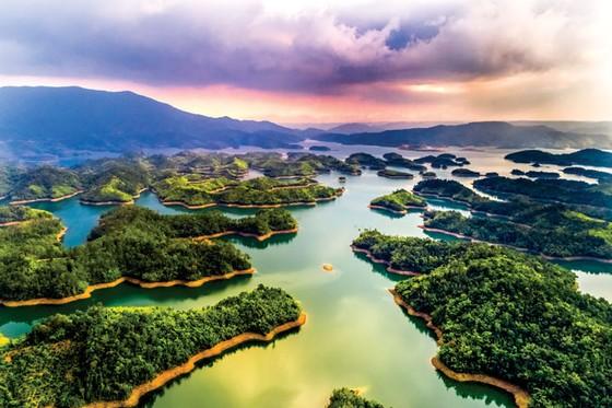 """Hồ Tà Đùng - """"Vịnh Hạ Long"""" của Tây nguyên  ảnh 2"""