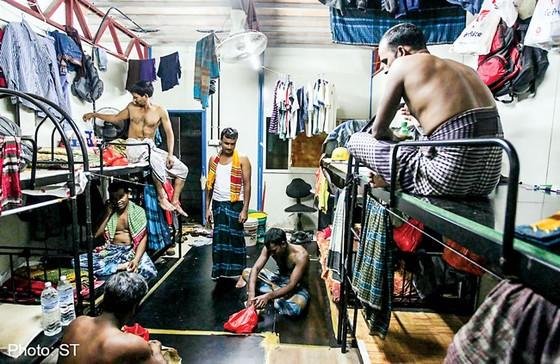 Singapore: Lao động nhập cư sống trong thiếu thốn ảnh 1