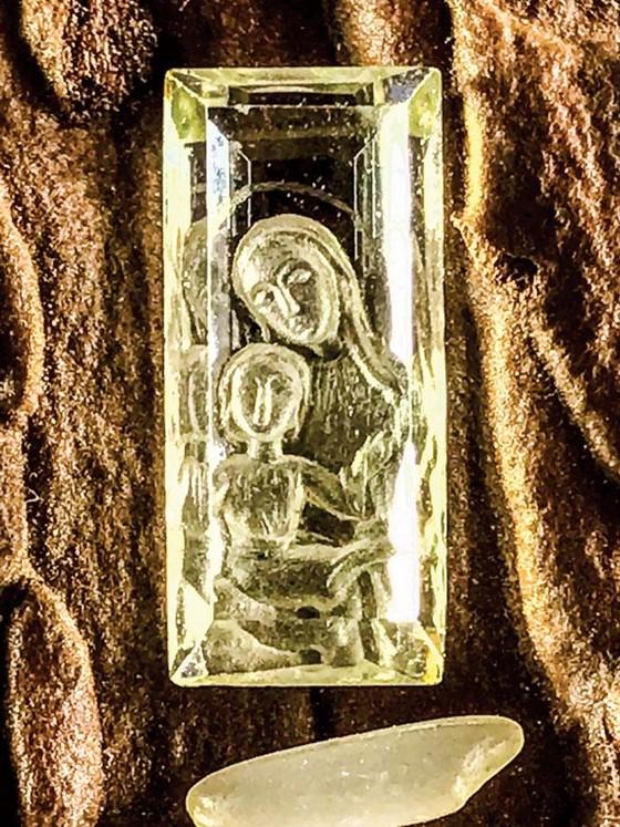 Minh Pasteur và bộ sưu tập siêu nhỏ trên đá quý  ảnh 1