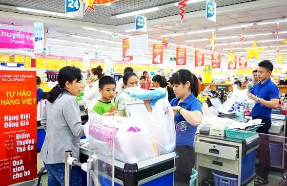 Nhiều mặt hàng Việt giảm giá để ổn định thị trường ảnh 1