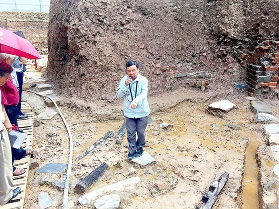 Khu vực khảo cổ Hoàng thành Thăng Long: Phát hiện khối gỗ sơn son ảnh 1
